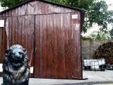 Garaż blaszany 3 x 5 dwuspadowy, struktura drewna orzech, drzwi dwuskrzydłowe