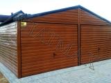 Garaż blaszany 6 x 6 dwuspadowy, struktura drewna złoty dąb, bramy uchylne 1,94 m światło wjazdu, okucia narożne i dachowe